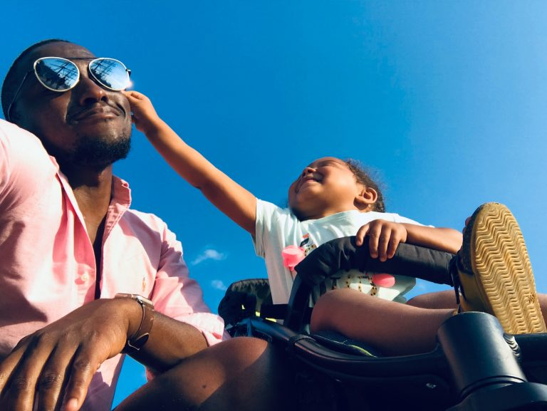 baby-approaching-men-s-black-sunglasses-1471843